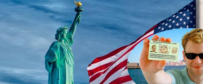 Американская статуя свободы и грин кард
