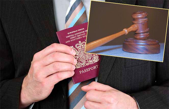 Человек ложит паспор тв карман и закон
